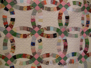 Double Wedding Ring quilt with custom quilting by Angela Huffman