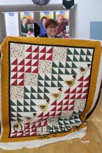 Tracie's applique chickens quilt with the Jessie's Swirls quilting design