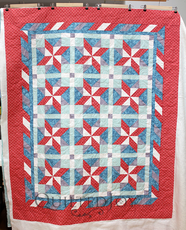 What's not to love about an easy, breezy quilt for summer or spring? Jodi's fun pinwheel stars quilt looks so fun with bright colors and a fun floral and swirly pantograph quilting design.