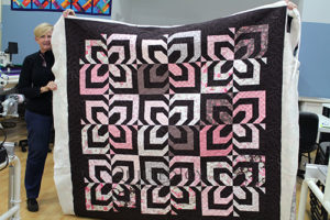 Beverly's sample quilt, quilted at Quilted Joy