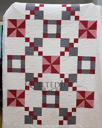 Linda quilted this quilt during her longarm quilting machine rental certification class at Quilted Joy