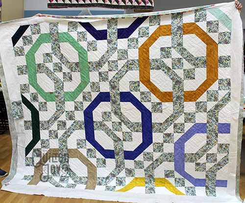 Jennifer quilted this Chain Link Quilt on a longarm quilting machine at Quilted Joy